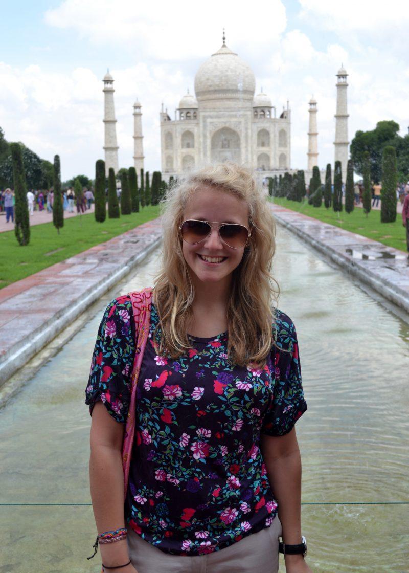 so hot in front of the Taj