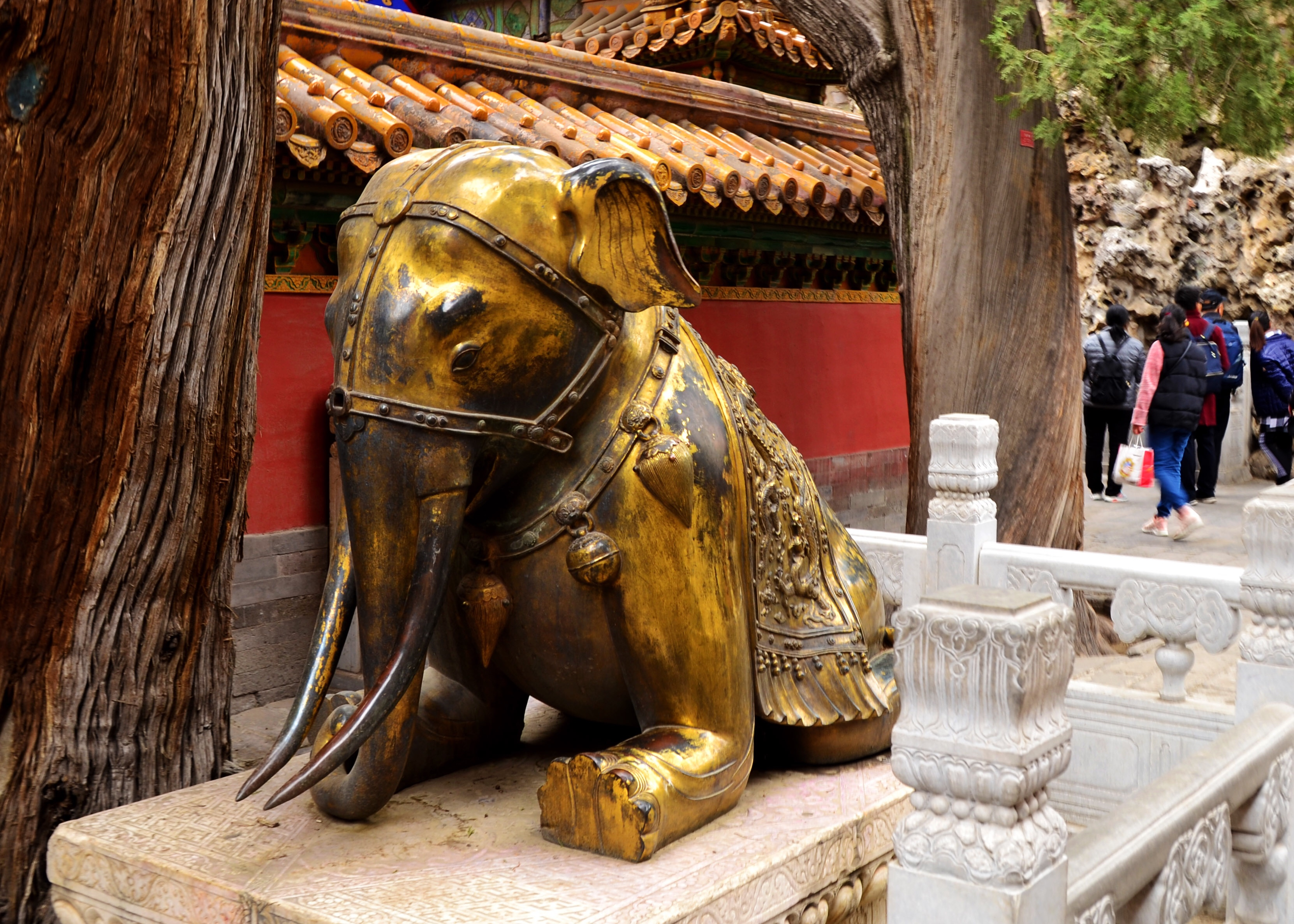 elephant statue at the forbidden palace