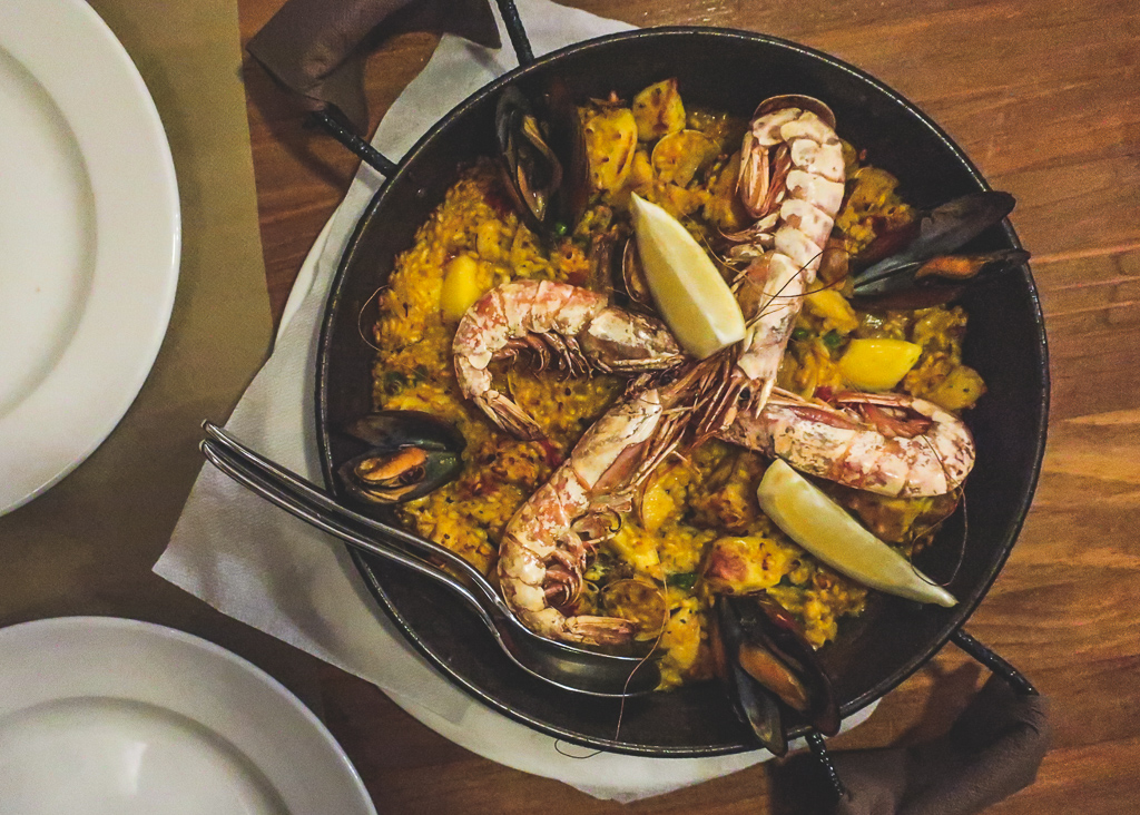 where to eat in Barcelona: Paella with large prawns