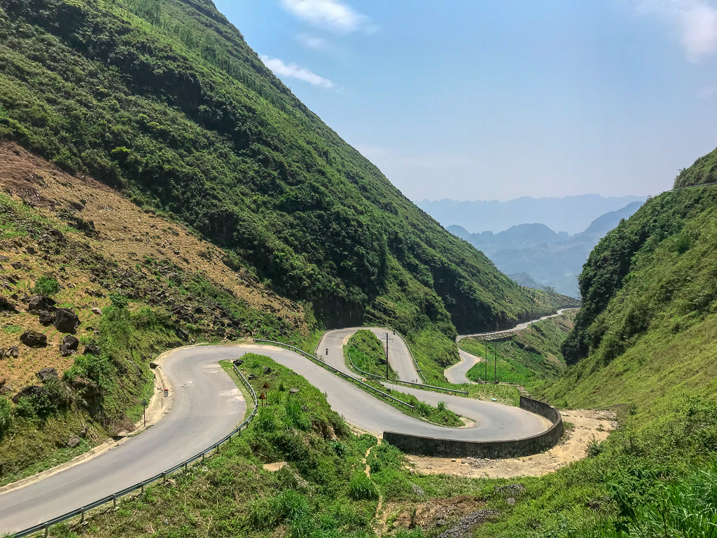 Hà Giang Loop: hair pin turns