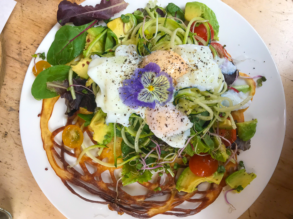 veggie amsterdam: courgette, avocado and egg