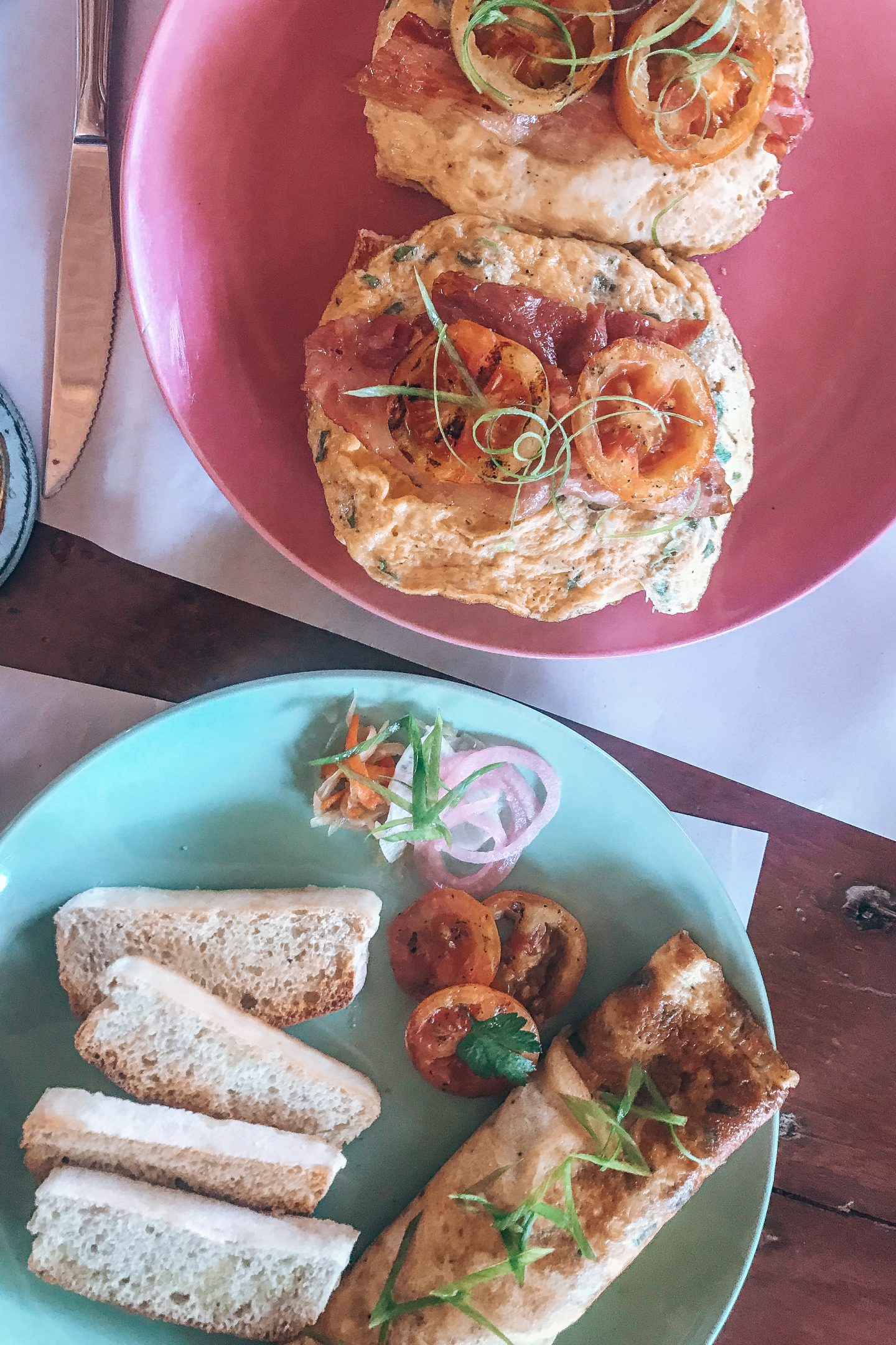 veggie food siargao: Omlettes and toast