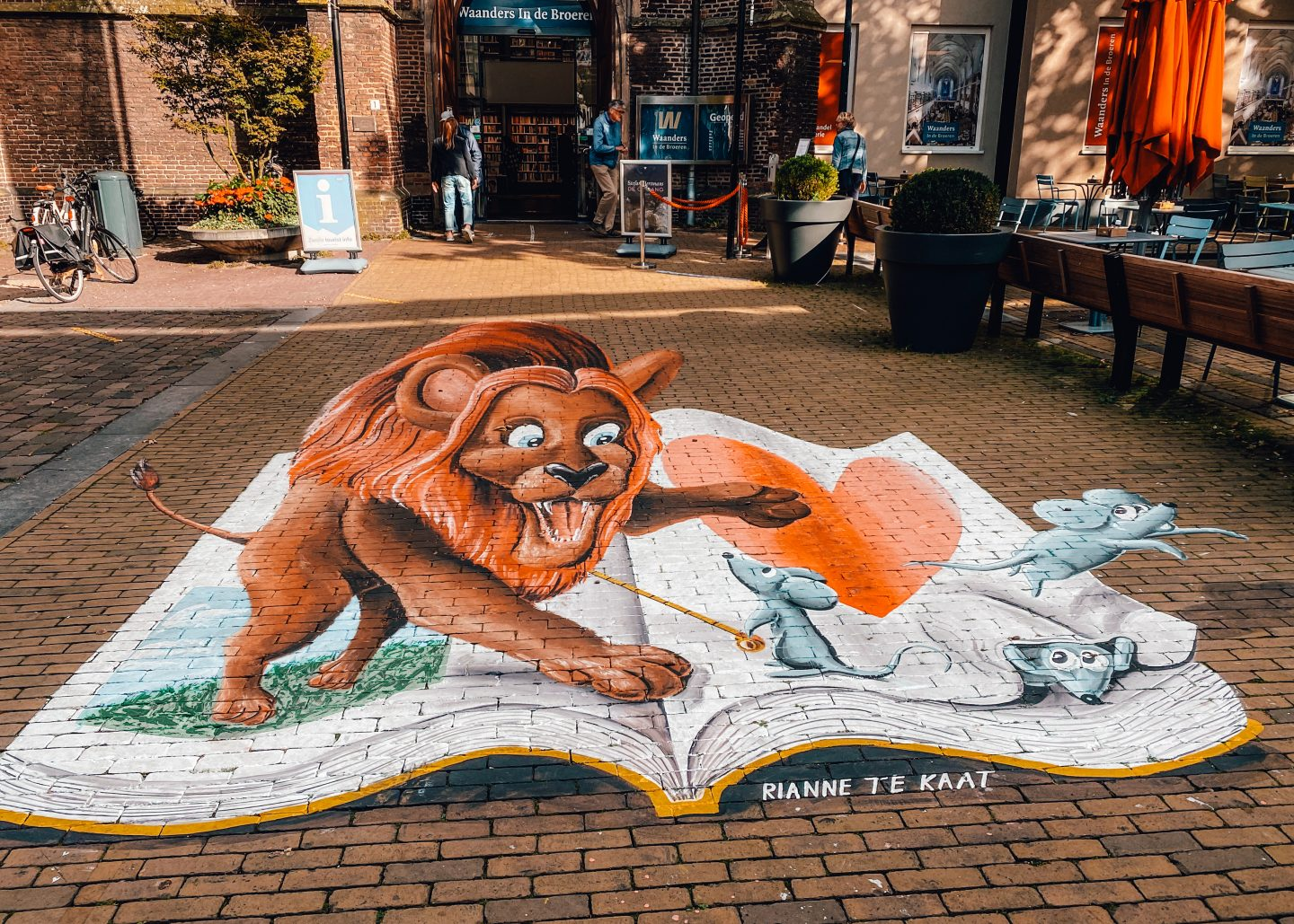 Street art of a book & a lion on the street of Zwolle